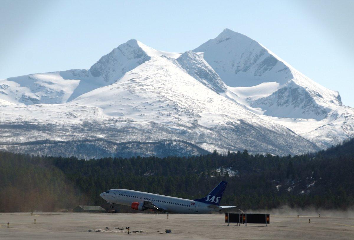 Standard sas 737 at bardufoss