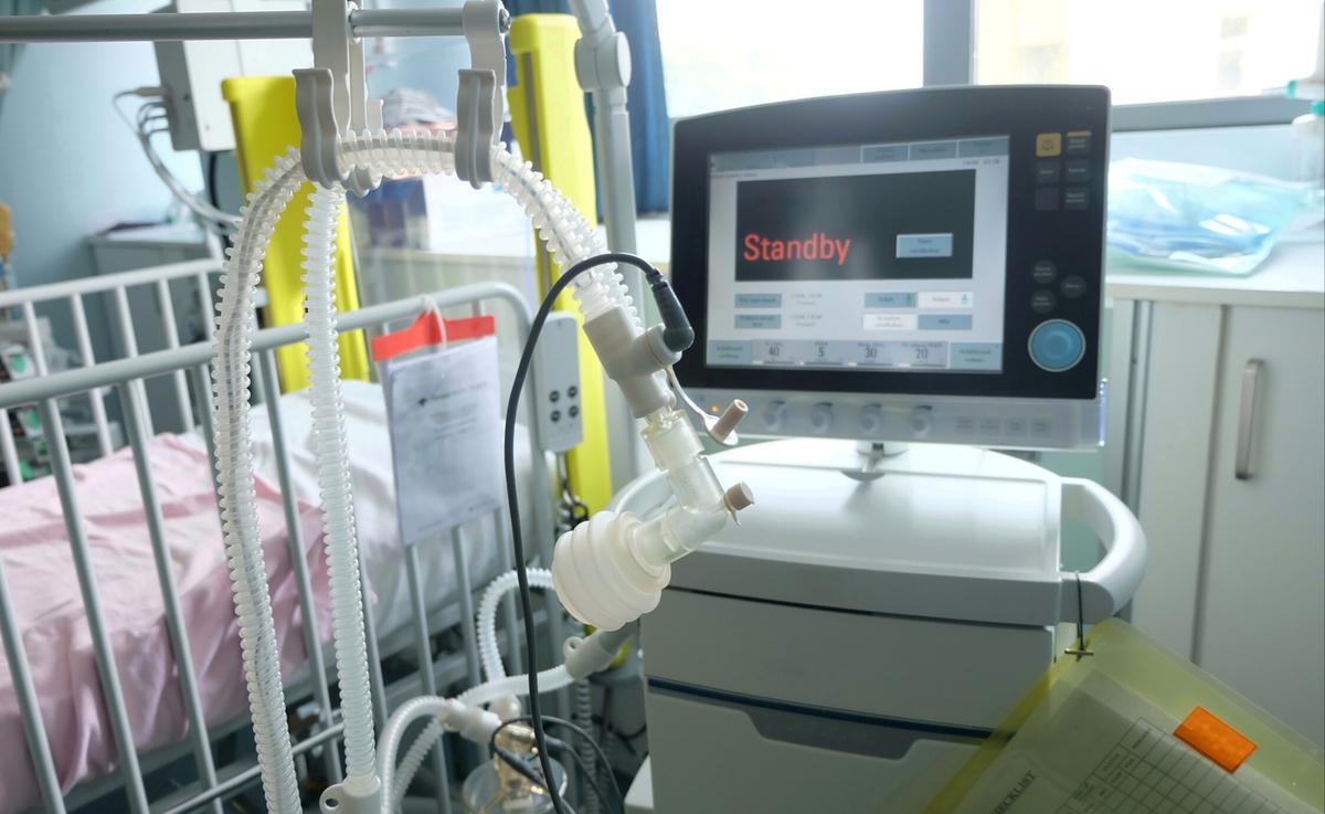 Standard respirator shutterstock 1491117515