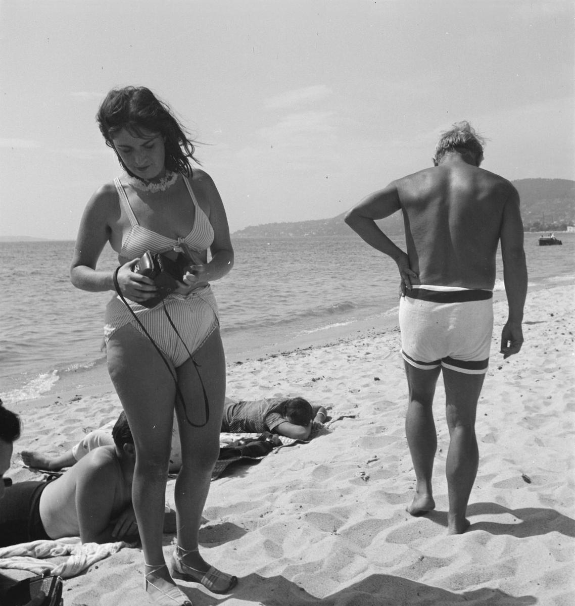 Standard photograph of dora maar and pablo picasso on the beach   photo eileen agar