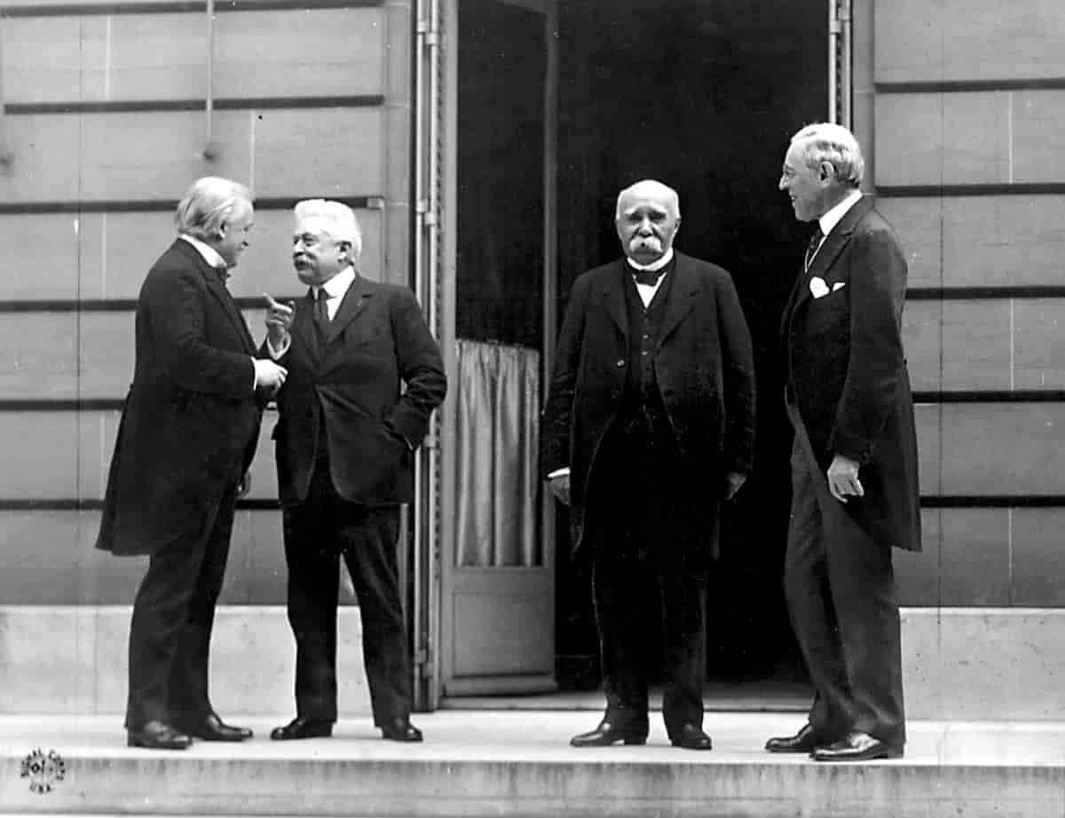 Versailles Avtalen