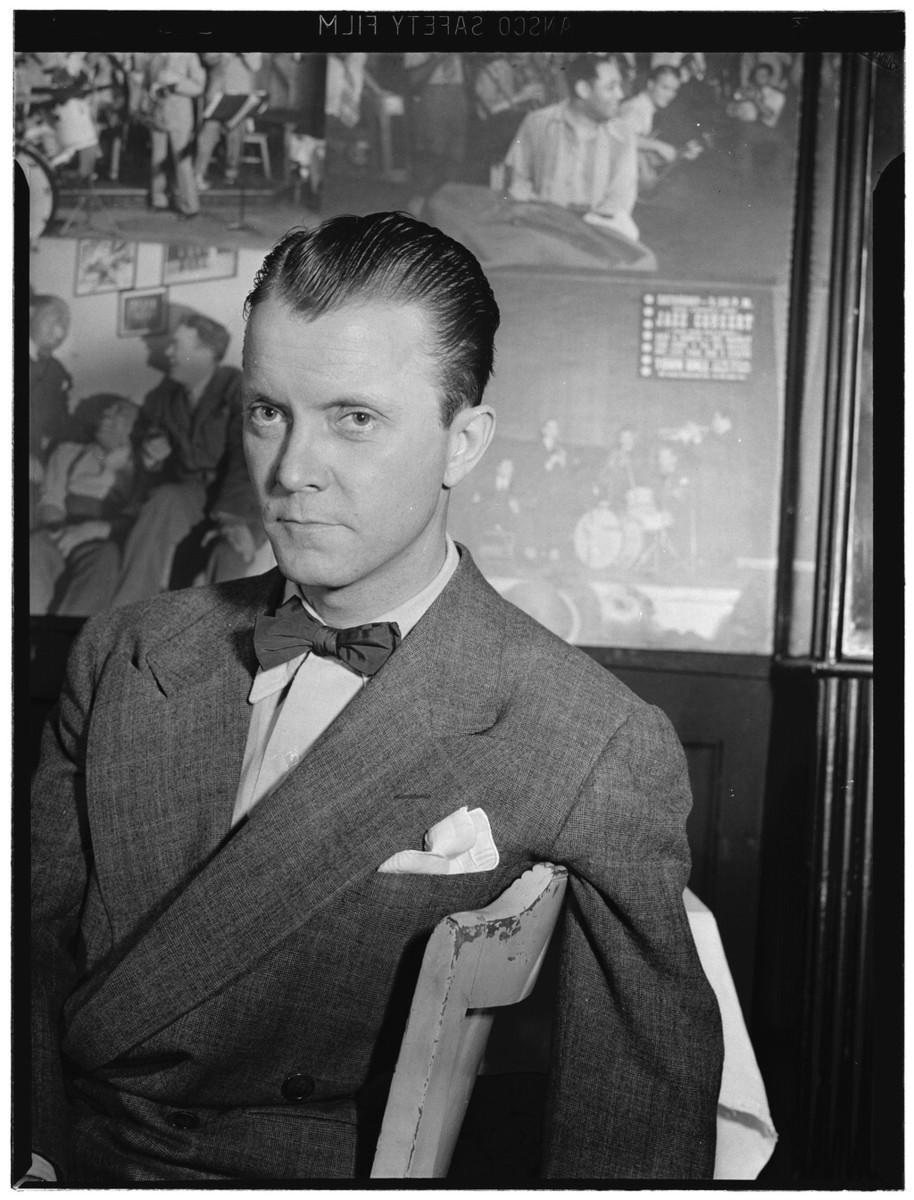 Standard eddie condon  eddie condon s  new york  ca. june 1946  william p. gottlieb 01691