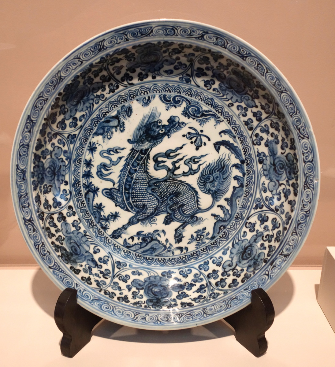 Standard large decorated dish  china  ming dynasty  porcelain   chazen museum of art   dsc01647
