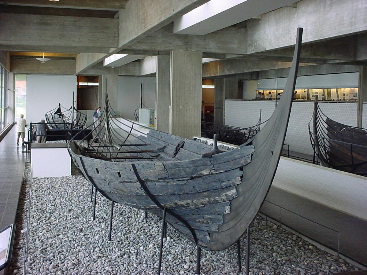 Standard skuldelev 3 in vikingeskibsmuseet  roskilde