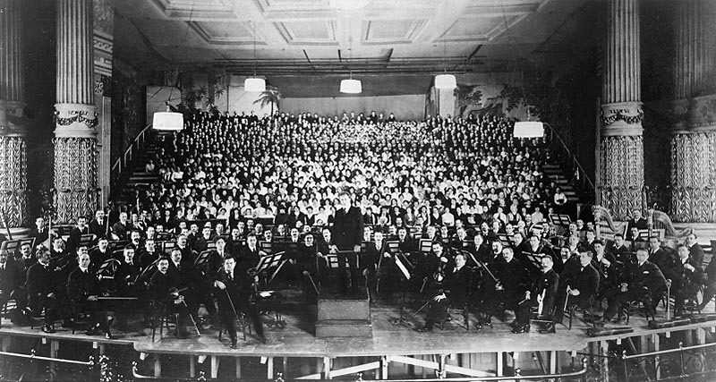 Standard philadelphia orchestra at american premiere of mahler s 8th symphony  1916