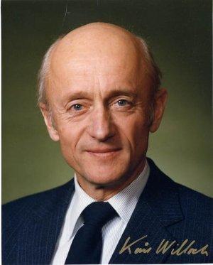 Standard kåre willoch official portrait
